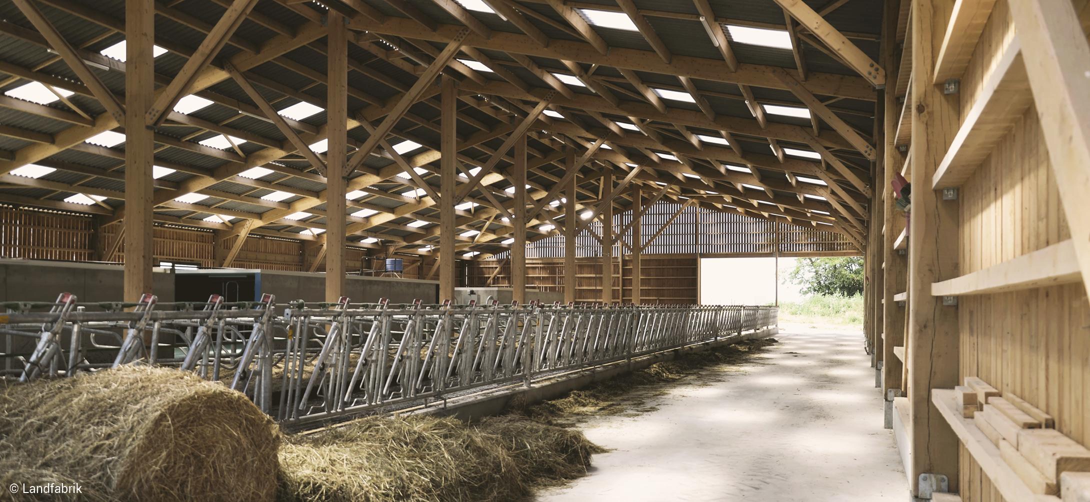 bâtiment agricole en bois étable